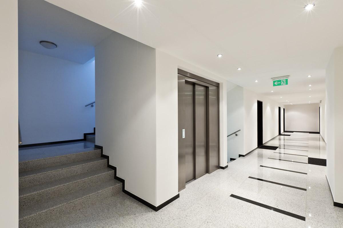 entretien nettoyage escalier ascenceur hall immeuble bureau professionnel vendee