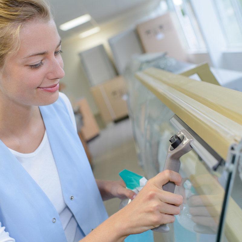 vitrine nettoyer et entretenir intérieur de votre entreprise odi service pro 85 vendee